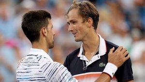 Djokovic felicita al ruso tras su victoria