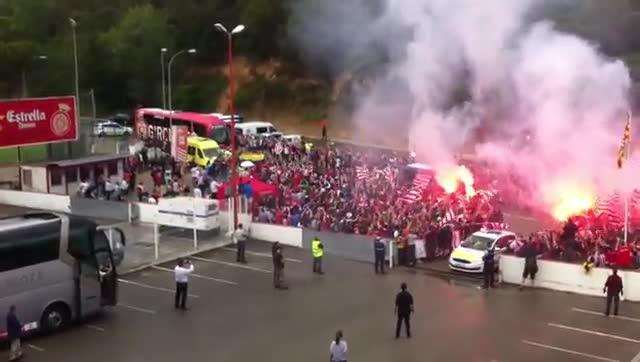 El gran recibimiento de la afición del Girona en Montilivi