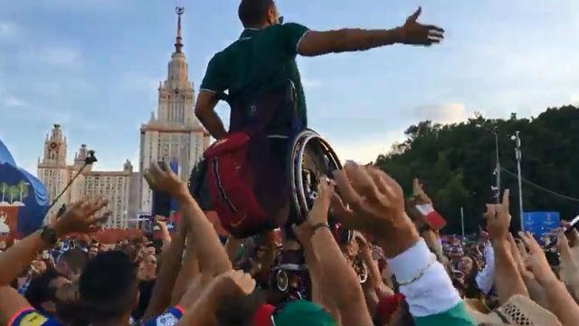 La increíble celebración de un mexicano en silla de ruedas