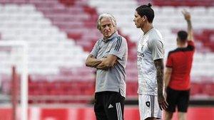 Jorge Jesus y Darwin Núñez, que llegaron para reflotar al Benfica, KO de la Champions League