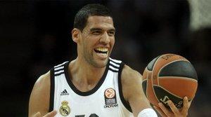 El Madrid anuncia el fichaje de Salah Mejri
