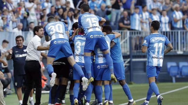 El Málaga golea al Elche y ya piensa en el play off