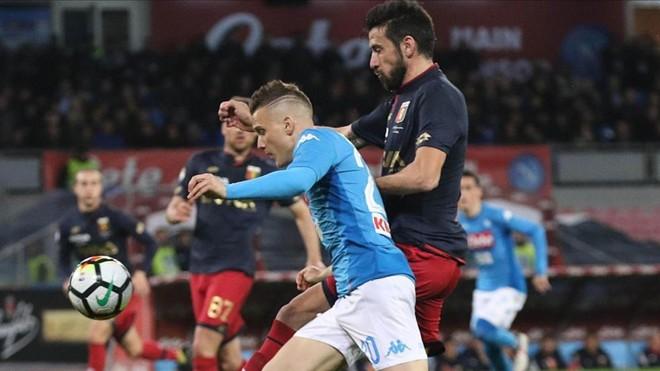 El Nápoles suda para ponerse a dos puntos de la Juve