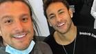 Neymar, junto a su dentista, Rafael Puglisi