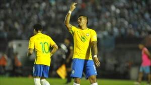 Paulinho quiere jugar junto a Neymar en el Barcelona