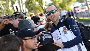 Robert Kubica, firmando autógrafos