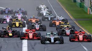 La salida de la carrera, con Hamilton liderando el pelotón