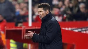 Simeone aplaudió al árbitro
