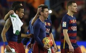 Vermaelen está feliz de jugar al lado de Messi y Neymar