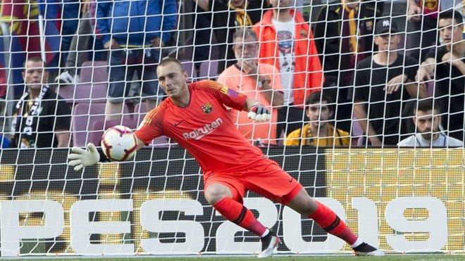 Transfer: Barcelona goalkeeper slams club for blocking his exit