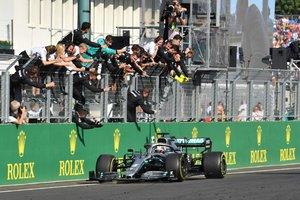 Lewis Hamilton celebra una victoria con Mercedes
