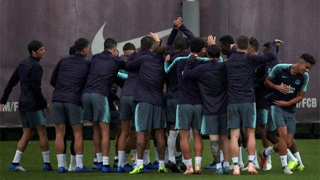 Buen ambiente en el entreno del Barça antes de recibir al Sevilla