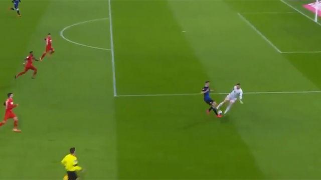 El día que Neuer se marcó un Karius: La brutal pifia del alemán
