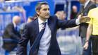 Ernesto Valverde se acerca al banquillo del Barça