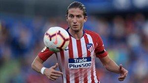 Filipe Luis ha vestido ocho temporadas de rojiblanco y quiere seguir en la Liga