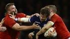 Gales sorprendió arrollando a Escocia en la jornada inaugural