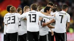 Los jugadores alemanes celebraron el gol del triunfo