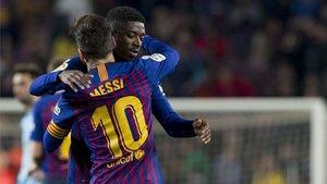 Messi y Dembélé se abrazan esta temporada