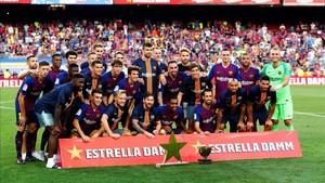 La plantilla del Barça durante la celebración del trofeo Joan Gamper