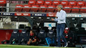 Quique Setién, en el banquillo del Barça ante el Atlético