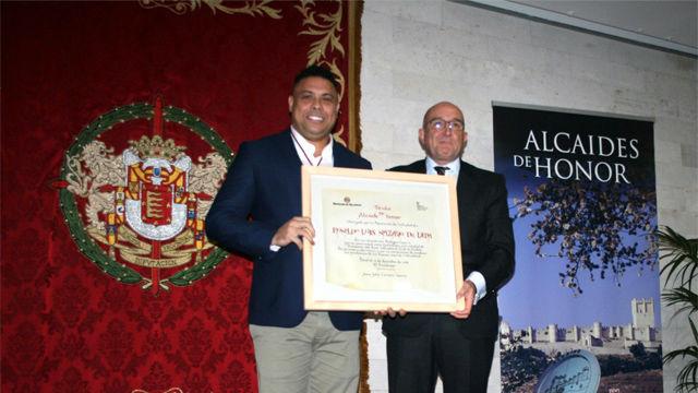 Ronaldo recibe la distinción de Alcaide del Museo Provincial del Vino de Valladolid
