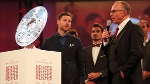 Rummenigge y Xabi Alonso durante su etapa en el Bayern
