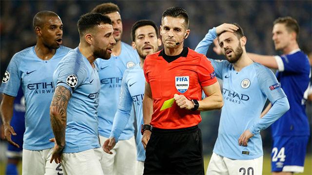 El VAR complicó el partido de Guardiola: Así fue la polémica mano de Otamendi