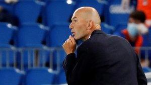 Zinedine Zidane, entrenador del Real Madrid, durante el partido contra la Real Sociedad