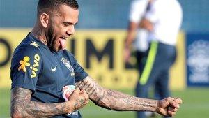 Alves se pone a tiro