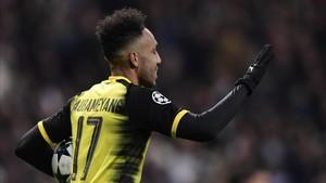 Aubameyang celebrando su gol en el Bernabéu