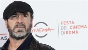 Cantona no se muerde la lengua