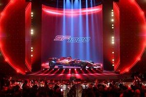 Ferrari presentó su monoplaza en el histórico teatro Valli de Reggio Emilia