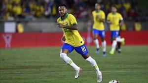 Neymar entrará este jueves en el club de los Cien con Brasil