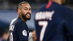 Neymar está en el mercado, según los medios franceses