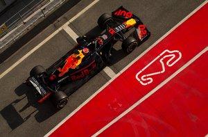 El piloto francés de Red Bull, Pierre Gasly, durante la segunda jornada de los entrenamientos oficiales de pretemporada de Fórmula Uno que se celebran en el Circuito de Barcelona-Catalunya