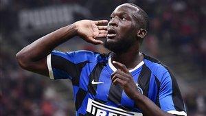 Romelu Lukaku marcó en la victoria 0-2 del Inter sobre el Milan