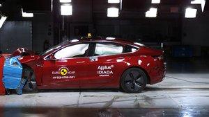 Tesla Model 3 en las pruebas de impacto frontal.