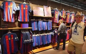 ... camisetas del FC Barcelona 2016 17. La tienda del Barcelona el lune  spor la mañana b6385c50819