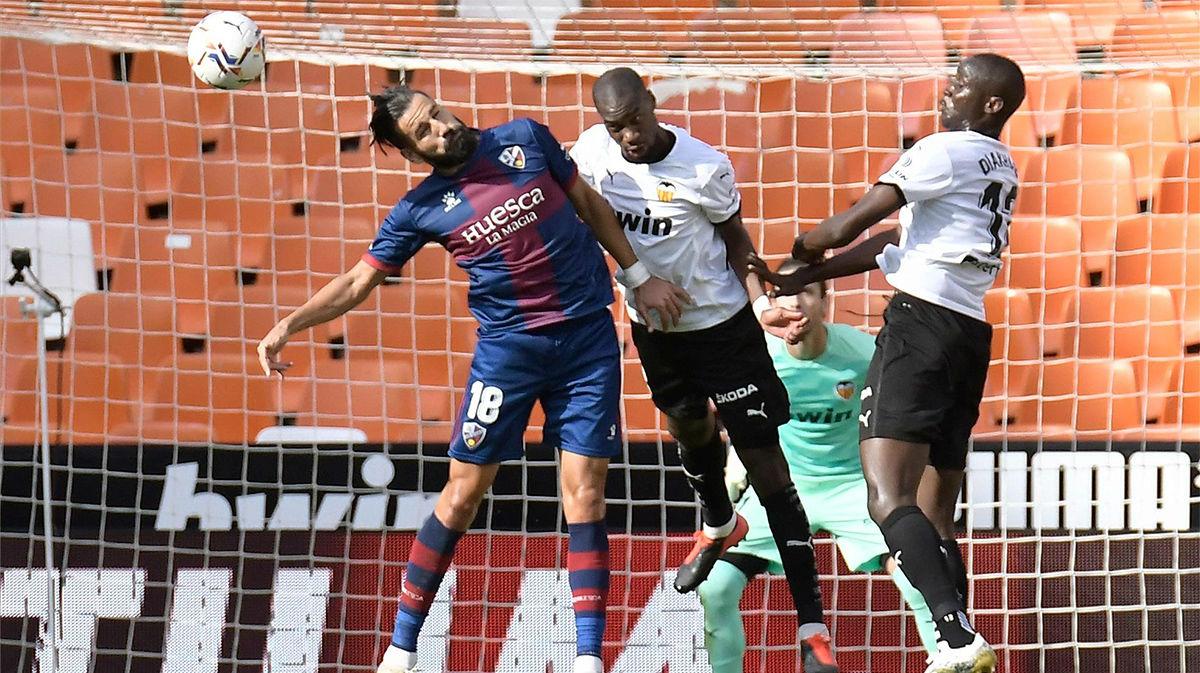 El Valencia no pasa del empate ante el ascendido Huesca