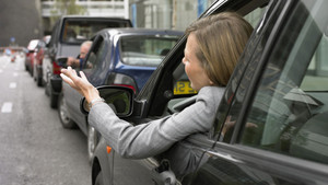 article-consejos-para-conducir-en-un-atasco-103265-54feb2dfa09d2