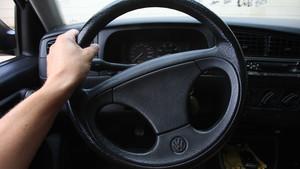 Girar el volante con el coche parado