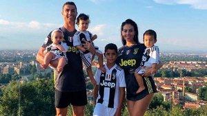 Cristiano Ronaldo publica una tierna imagen con su adorable familia