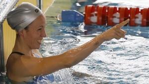 Jessica Vall celebra su récord de España en los 100 braza