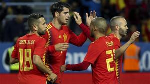 Los jugadores celebran el gol de Morata para España