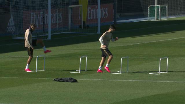Los jugadores del Real Madrid entrenando hace unos días