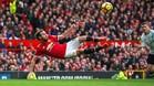 Mata remata de forma acrobática en el duelo contra el Liverpool