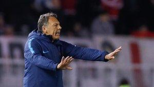Miguel Ángel Russo no pudo con River Plate y va por el milagro a Paraguay