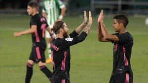 Ramos celebra el gol de penalti marcado ante el Betis