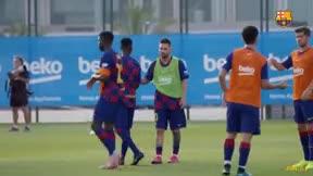 El saludo de Leo Messi y Ansu Fati