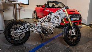 Prototipo de moto de BMW producida a través de la impresión 3D.